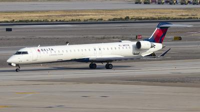 A picture of N817SK - Mitsubishi CRJ900LR - Delta Air Lines - © David Lee