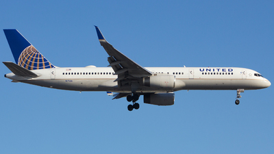 N17126 - Boeing 757-224 - United Airlines