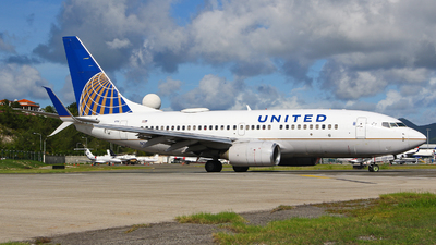 N23721 - Boeing 737-724 - United Airlines