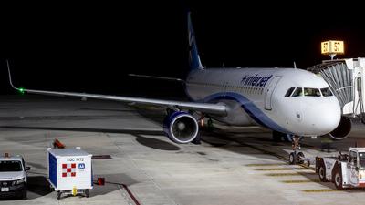 XA-IUA - Airbus A320-214 - Interjet
