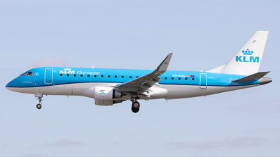 A picture of PHEXG - Embraer E175STD - KLM - © Robert Smith