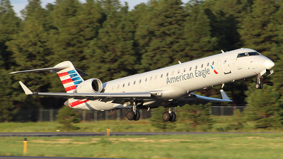 A picture of N719SK - Mitsubishi CRJ701ER - American Airlines - © Alexander Aston