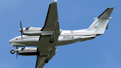 N35LW - Beechcraft 300LW Super King Air - Private