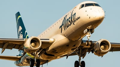 A picture of N405SY - Embraer E175LR - Alaska Airlines - © HAOFENG YU
