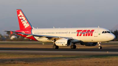 PR-MBG - Airbus A320-232 - TAM Linhas Aéreas