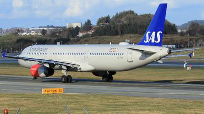 A picture of LNRKK - Airbus A321232 - SAS - © Witold Ozimek