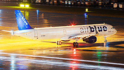A picture of APBMW - Airbus A321211 - AirBlue - © John Richard