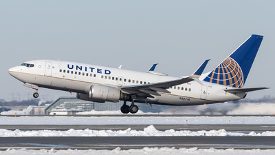 N13716 - Boeing 737-724 - United Airlines