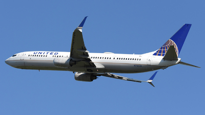 A picture of N75428 - Boeing 737924(ER) - United Airlines - © DJ Reed - OPShots Photo Team