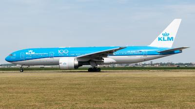 A picture of PHBQD - Boeing 777206(ER) - KLM - © Chris de Breun