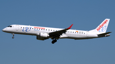 A picture of ECLIN - Embraer E195LR - Air Europa - © PAUL LINK