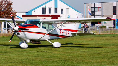 PH-HLF - Reims-Cessna F182P Skylane - Cessair