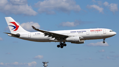 A picture of B5961 - Airbus A330243 - China Eastern Airlines - © Eric Boettcher