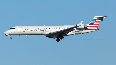 A picture of N762SK - Mitsubishi CRJ701ER - American Airlines - © Yixin Chen