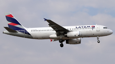 A picture of CCBAD - Airbus A320233 - LATAM Airlines - © Juan Manuel Temoche - SPJC Spotter