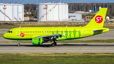 A picture of VPBHJ - Airbus A319114 - S7 Airlines - © Sergey Popkov