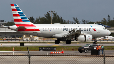 A picture of N817AW - Airbus A319132 - American Airlines - © Sotos
