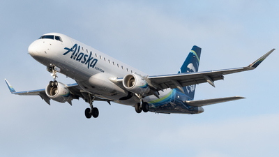 A picture of N632QX - Embraer E175LR - Alaska Airlines - © Andrew Wu