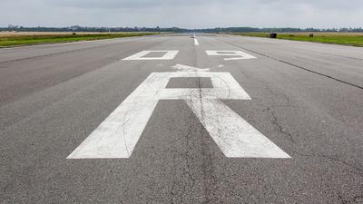 EDDI - Airport - Runway