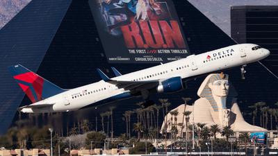 A picture of N718TW - Boeing 757231 - Delta Air Lines - © William Nolasco