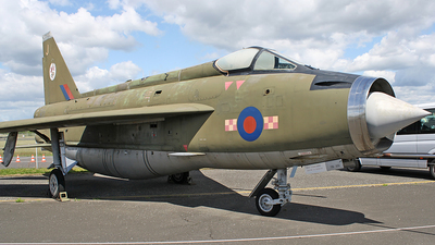 XN730 - English Electric Lightning F.2A - United Kingdom - Royal Air Force (RAF)