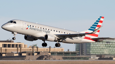 A picture of N281NN - Embraer E175LR - American Airlines - © Mike MacKinnon
