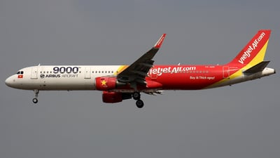 A picture of VNA651 - Airbus A321211 - VietJet Air - © Ha Tai Nguyen