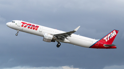 A picture of PTXPH - Airbus A321211 - LATAM Airlines - © danilosantosfc758