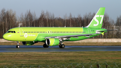 A picture of VPBDT - Airbus A320214 - S7 Airlines - © Malyshev Andrei