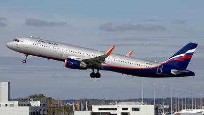 A picture of VPBKZ - Airbus A321211 - Aeroflot - © Stefan Mayer