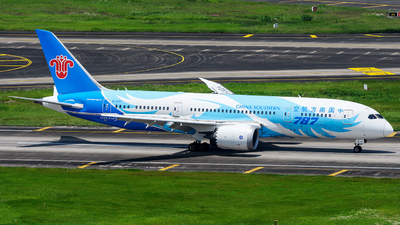 A picture of B2727 - Boeing 7878 Dreamliner - China Southern Airlines - © Mr.Huang