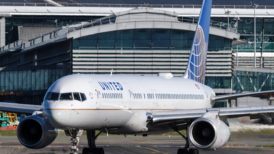 N21108 - Boeing 757-224 - United Airlines