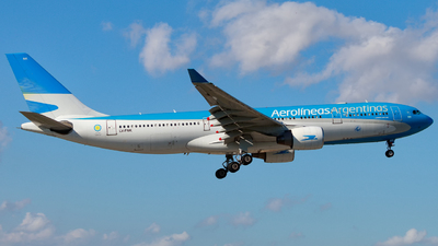 A picture of LVFNK - Airbus A330223 - Aerolineas Argentinas - © Hector Rivera - Puerto Rico Spotter