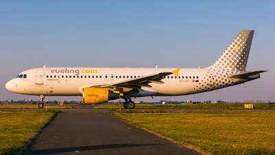 A picture of ECJSY - Airbus A320214 - Vueling - © Andre Bonn