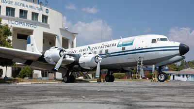 301 - Douglas DC-6B - El Salvador - Air Force
