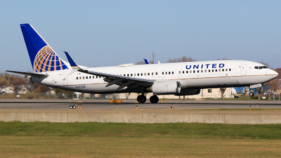 A picture of N12238 - Boeing 737824 - United Airlines - © Alec Mollenhauer