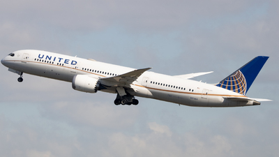A picture of N17963 - Boeing 7879 Dreamliner - United Airlines - © Ethan Sewell