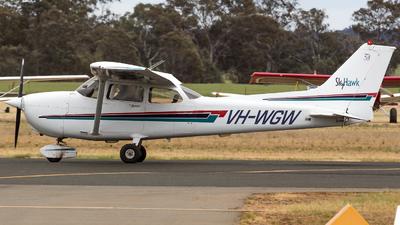 A picture of VHWGW - Cessna 172R Skyhawk - [17281120] - © ChrisLait