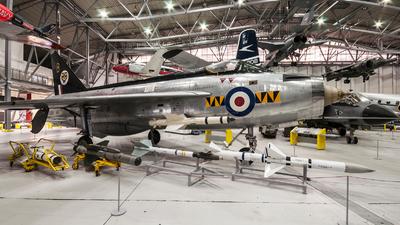 XM135 - English Electric Lightning F.1A - United Kingdom - Royal Air Force (RAF)