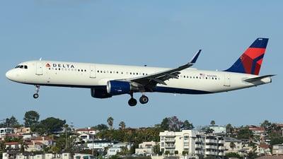 N322DN - Airbus A321-211 - Delta Air Lines