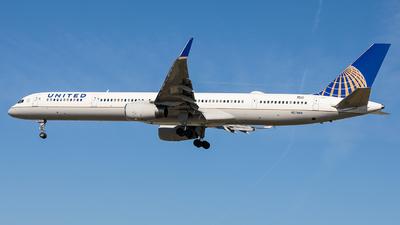 A picture of N57869 - Boeing 75733N - United Airlines - © KenKen Huang