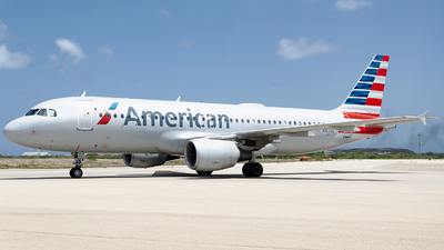 A picture of N107US - Airbus A320214 - American Airlines - © Nito