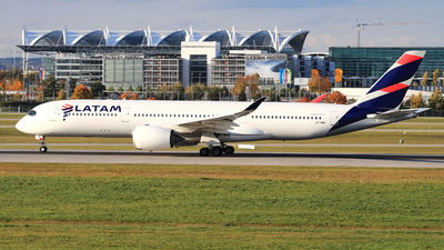 A7-AMD - Airbus A350-941 - Qatar Airways (LATAM Airlines)