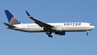 A picture of N677UA - Boeing 767322(ER) - United Airlines - © Mark Szemberski