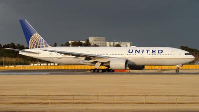 N796UA - Boeing 777-222(ER) - United Airlines