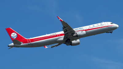 A picture of B8438 - Airbus A321211 - Sichuan Airlines - © baobao723