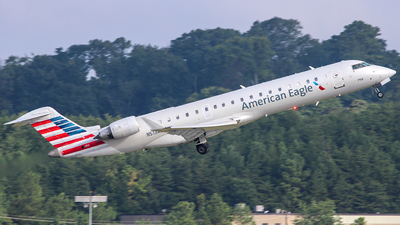 A picture of N513AE - Mitsubishi CRJ701ER - American Airlines - © Cph_aviation