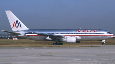 N319AA - Boeing 767-223(ER) - American Airlines
