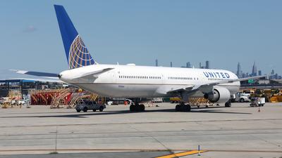 N76064 - Boeing 767-424(ER) - United Airlines