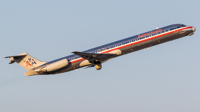 N962TW - McDonnell Douglas MD-83 - American Airlines